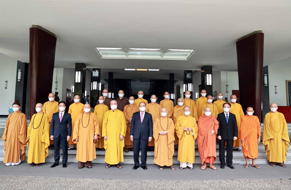 Chủ tịch nước Nguyễn Xuân Phúc tiếp Đoàn đại biểu Hội đồng Trị sự Trung ương Giáo hội Phật giáo Việt Nam nhân dịp Đại lễ Phật đản 2021-Phật lịch 2565.
