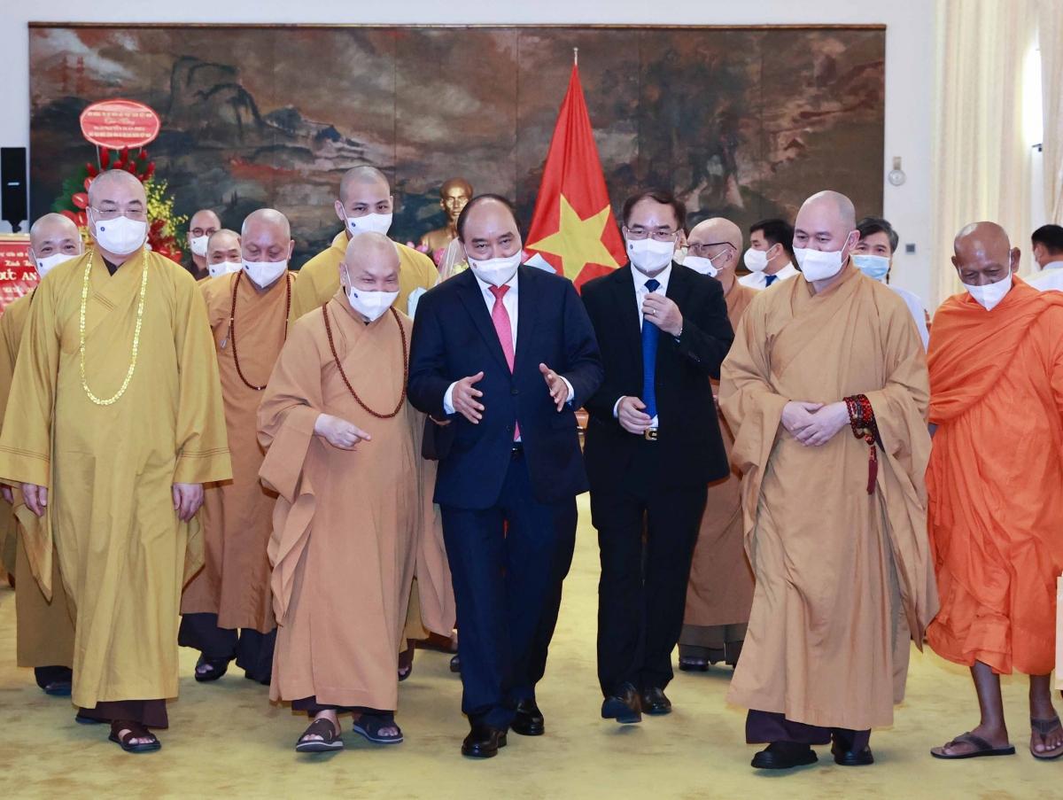 Chủ tịch nước với các đại biểu trong buổi tiếp.