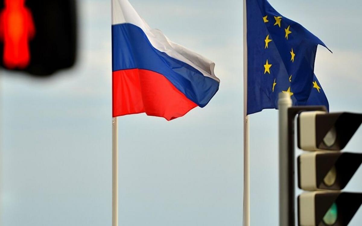 Cờ Nga và EU. Ảnh: Sputnik.