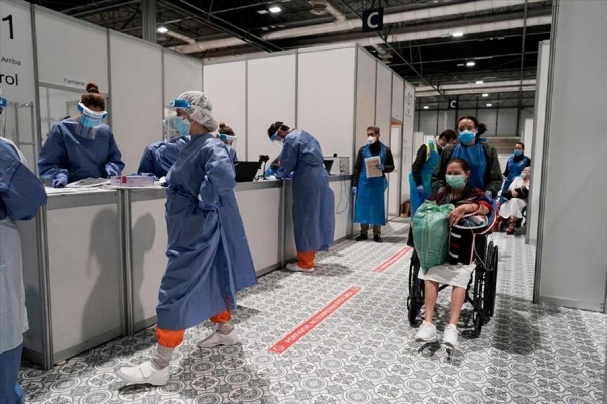 Một bệnh viện điều trị bệnh nhân Covid-19 tại Tây Ban Nha. Ảnh: AFP