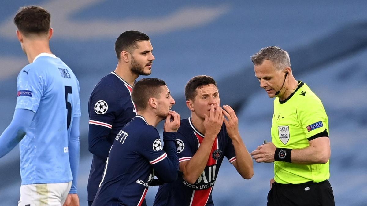 Trọng tài Bjorn Kuipers bị tố chửi thề với cầu thủ PSG. (Ảnh: Getty)