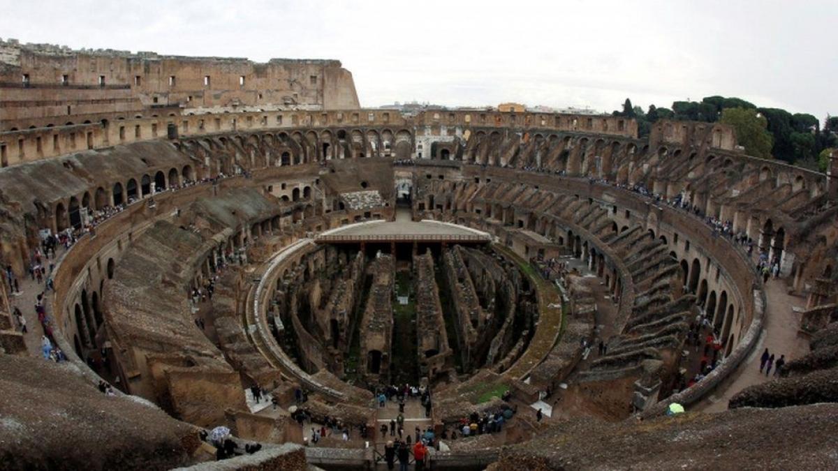 Đấu trường La Mã cổ đại hiện đã không còn sàn đấu.