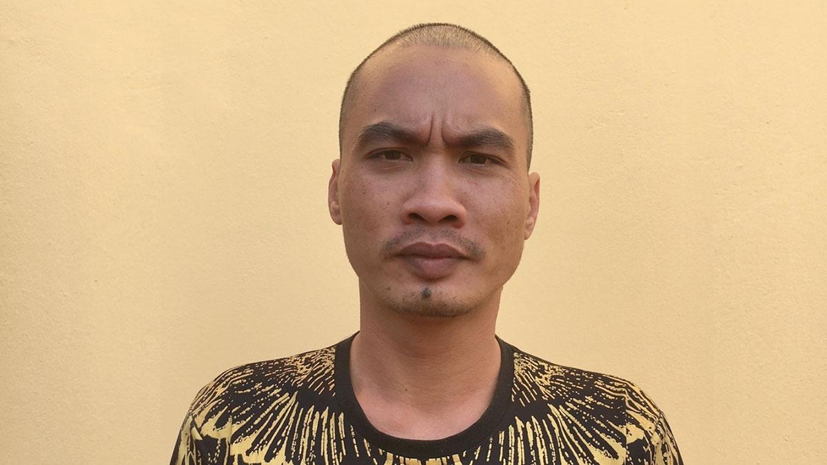 Đối tượng Ngô Lý Huỳnh tại cơ quan điều tra (ảnh Công an huyện Đầm Hà).