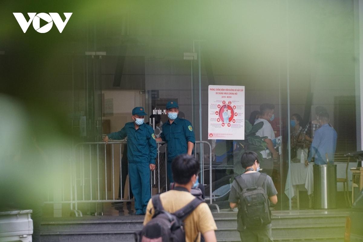 Chung cư nơi vợ chồng ông Thanh ở bị phong tỏa sau khi 2 vợ chồng ông này dương tính với SARS-CoV-2
