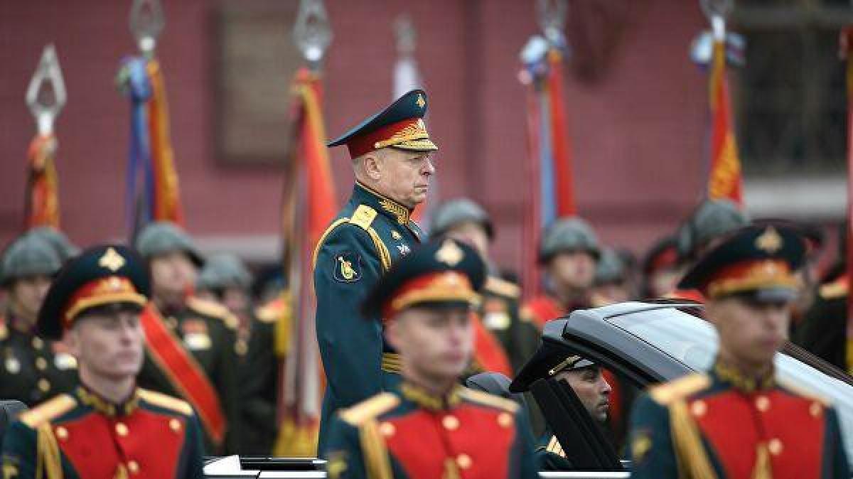 Tổng Tư lệnh Lực lượng Lục quân, Đại tướng Oleg Salyukov thực hiện nghi thức mở đầu. Ảnh: RIA Novosti