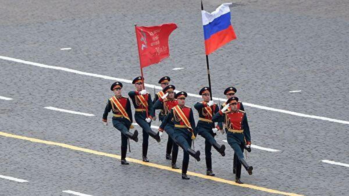 Sau khi Tổng thống Putin kết thúc bài phát biểu, lễ duyệt binh bắt đầu.Ảnh: RIA Novosti