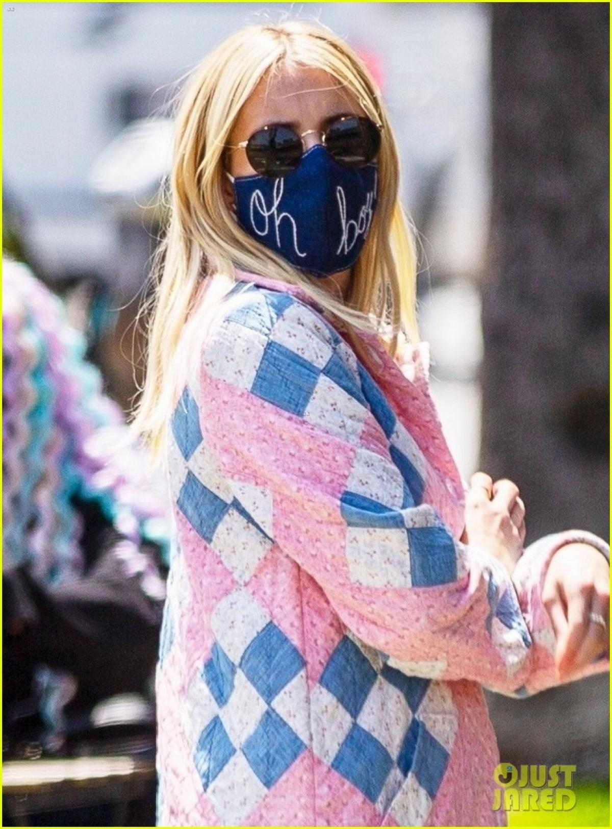 Emma Roberts và bạn trai Garrett Hedlund đi ăn trưa tại nhà hàng Saddle Peak Lodge ở California trong Ngày của mẹ (9/5).