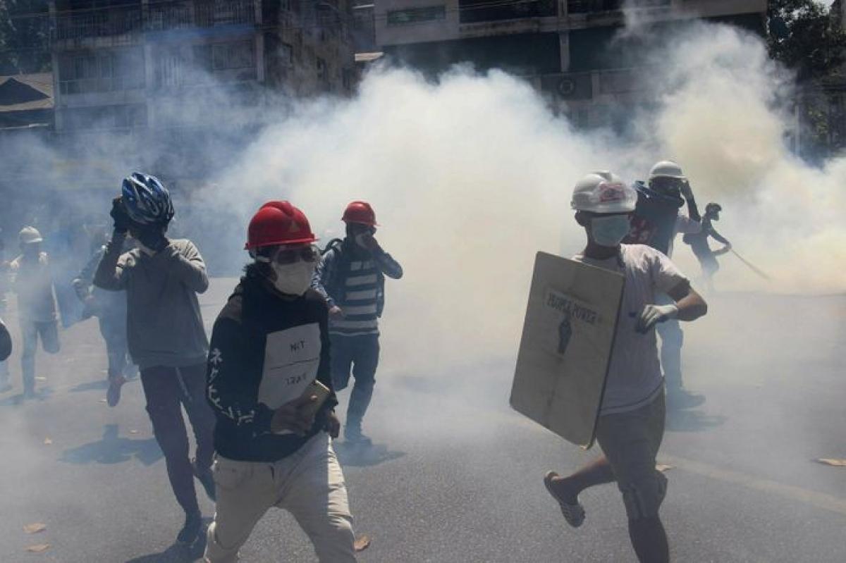 Các cuộc biểu tình chống chính phủ quân sự diễn ra liên tiếp kể từ vụ chính biến ngày 1/2 ở Myanmar. Ảnh: AP.
