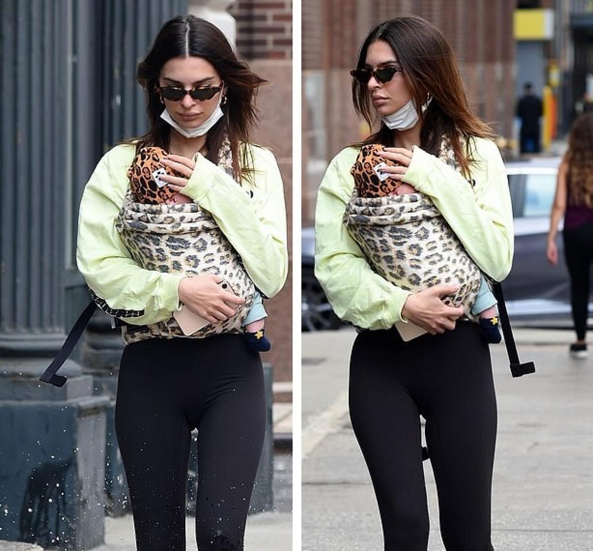 Trong cuộc phỏng vấn với Vogue hồi tháng 10 năm ngoái, Emily Ratajkowski cho biết cô không muốn tiết lộ giới tính con.