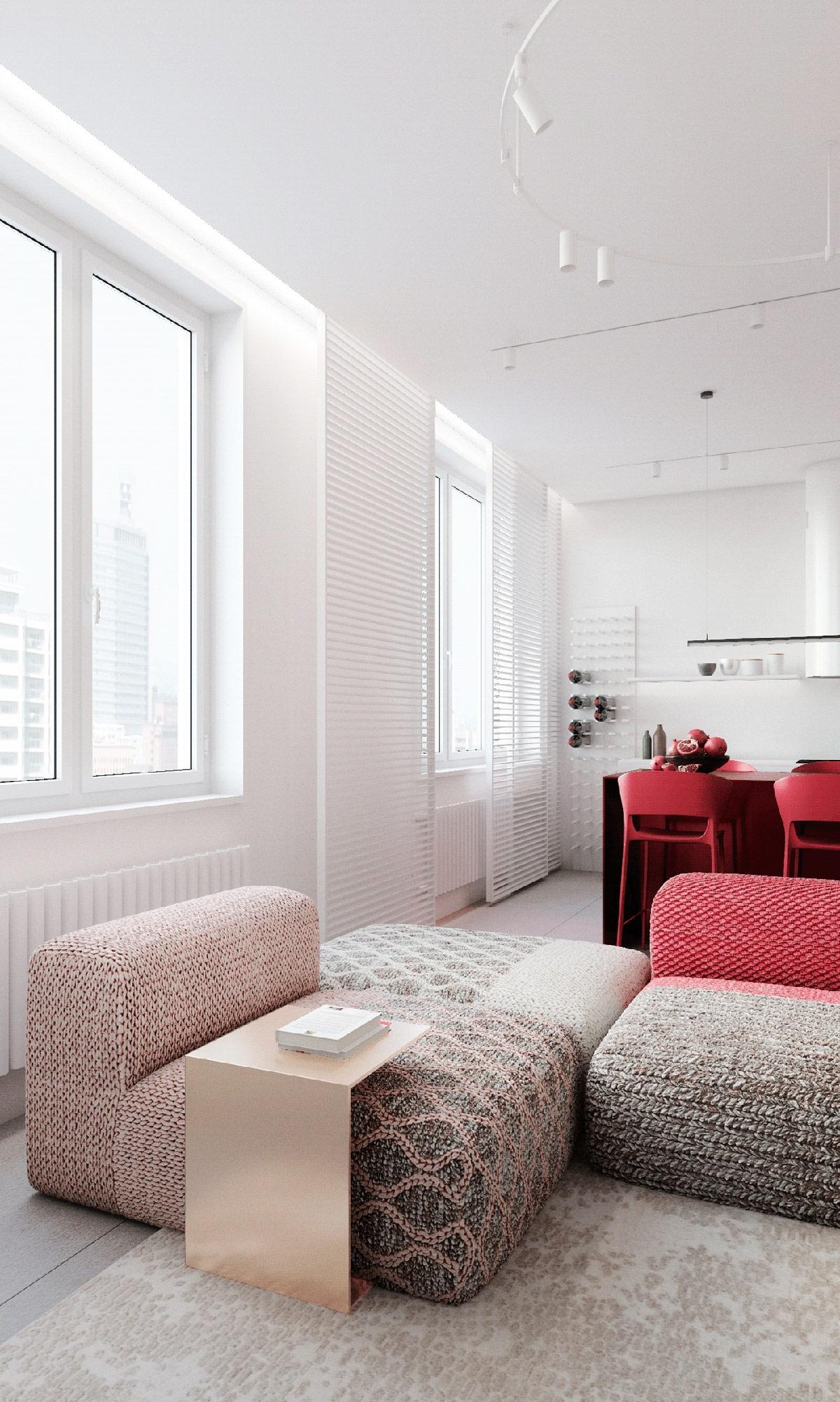 Ngôi nhà của một người phụ nữ ở Moscow, Nga chọn điểm nhấn màu đỏ ở bộ sofa sang trọng. Màu đỏ mạnh mẽ ở phần tựa lưng sau đó điểm xuyết ở phần vải bọc. .