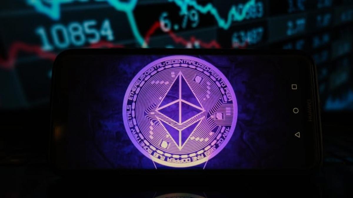 Giá Ethereum, đồng tiền ảo lớn thứ nhì thế giới, vượt qua ngưỡng 4.000 USD lần đầu tiên trong lịch sử trong phiên giao dịch ngày 10/5. (Ảnh: Getty Images)