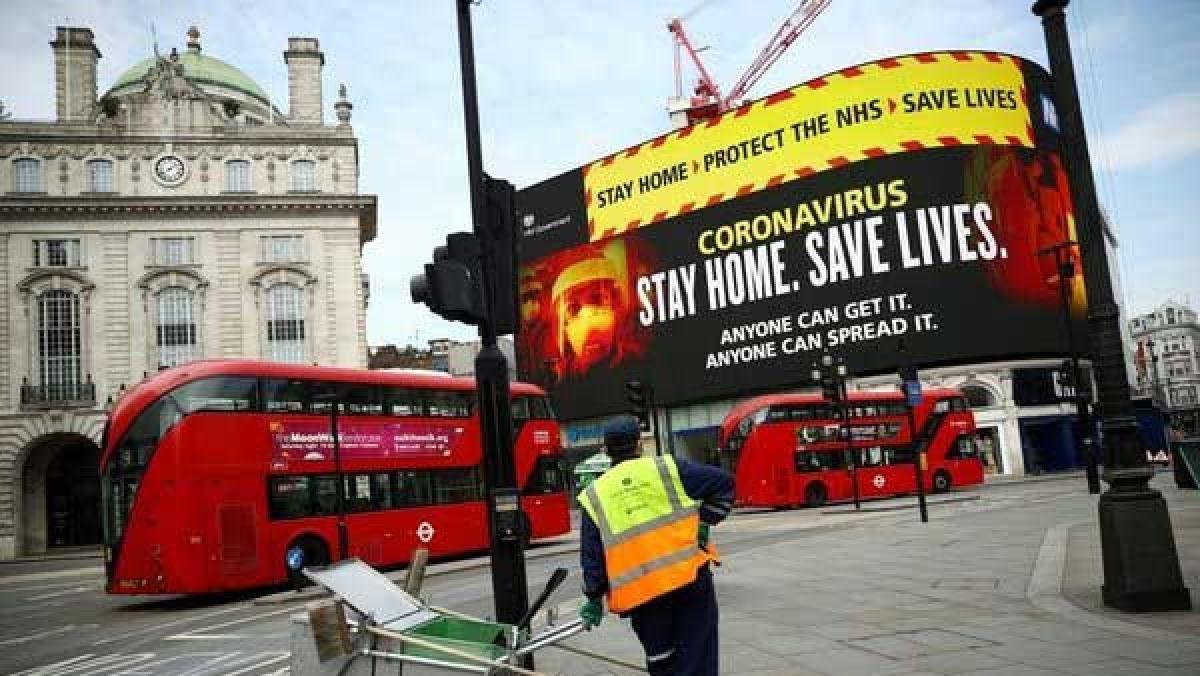 Nhiều thành phố của Anh vắng vẻ do phong tỏa. Ảnh: CNN