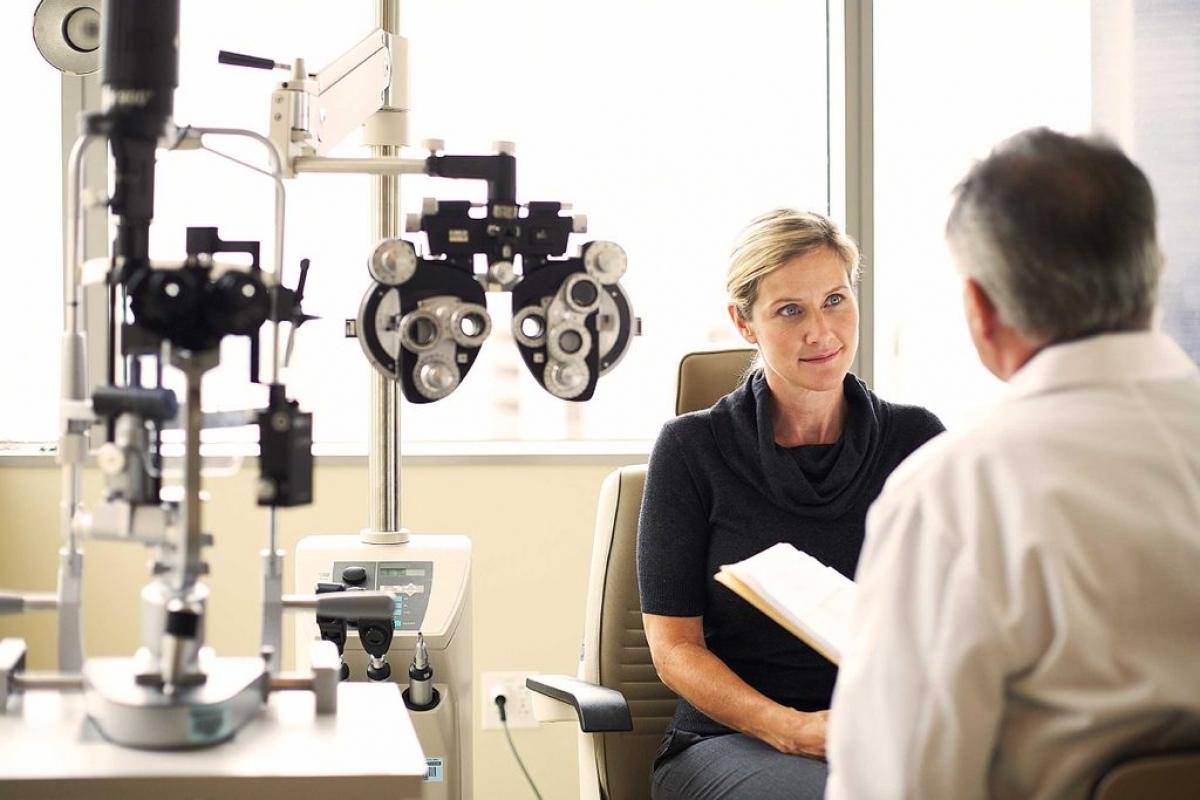 Xét nghiệm bệnh tăng nhãn áp: Tăng nhãn áp là một bệnh về mắt nguy hiểm, một trong những nguyên nhân hàng đầu dẫn đến mù lòa. Bệnh này do sự tăng áp lực trong mắt gây ra. Chẩn đoán sớm có thể giúp bạn giữ được thị lực vì các loai thuốc nhỏ có thể ngăn chặn các tổn thương dây thần kinh mắt.
