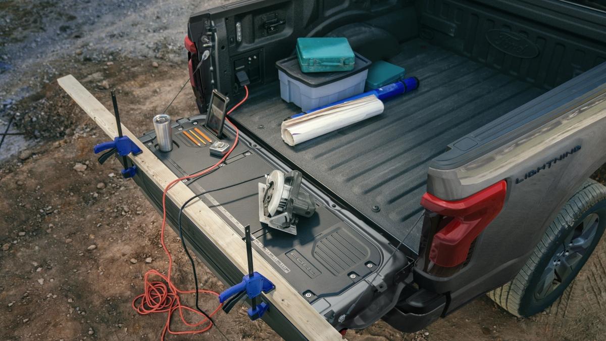 Ford F150 Lightning có khả năng cung cấp điện cho nhiều thiết bị.