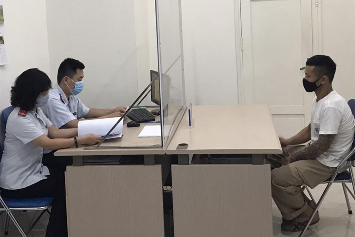 Các cá nhân bị xử phạt do đăng tin giả mạo trong chống dịch COVID-19.