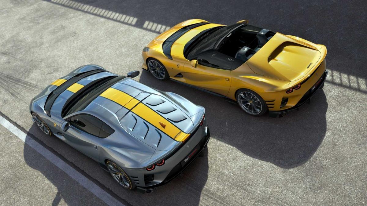 """Theo hãng siêu xe đến từ Ý, """"A"""" tượng trưng cho Aperta, có nghĩa là mui trần trong tiếng Ý và chiếc xe cũng sẽ mang trở lại kiểu mui xe Targa lên một chiếc Ferrari thương mại kể từ LaFerrari Aperta."""