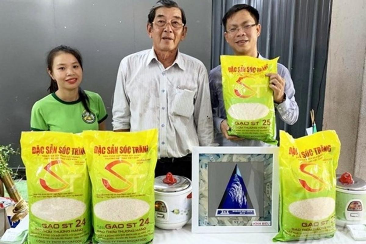 Giống lúa tên ST24, ST25 là do ông Hồ Quang Cua và nhóm nhà khoa học Việt Nam nghiên cứu, sản xuất thành công, đã được cấp bằng bảo hộ tại Việt Nam. Ảnh: Báo Lao động