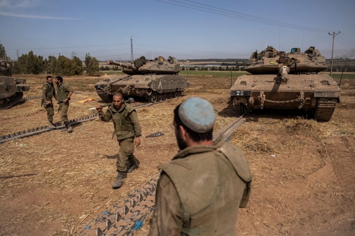 Lực lượng Israel gần biên giới Dải Gaza. (Ảnh: New York Times)