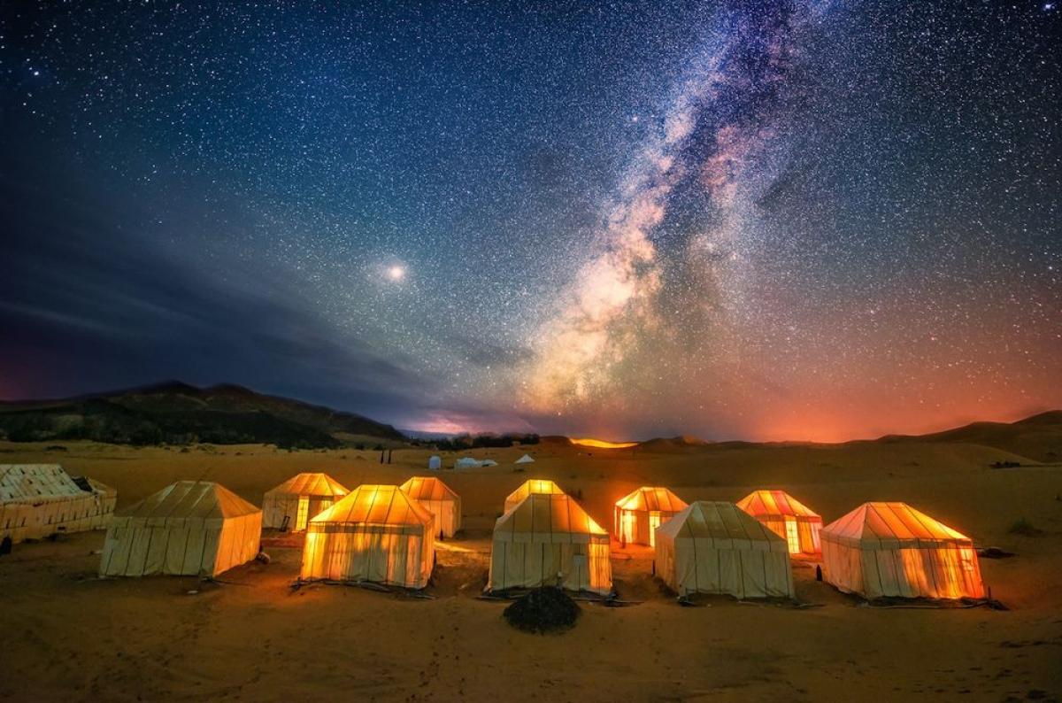Cắm trại tại sa mạc ở Maroc. Nguồn: Getty Images