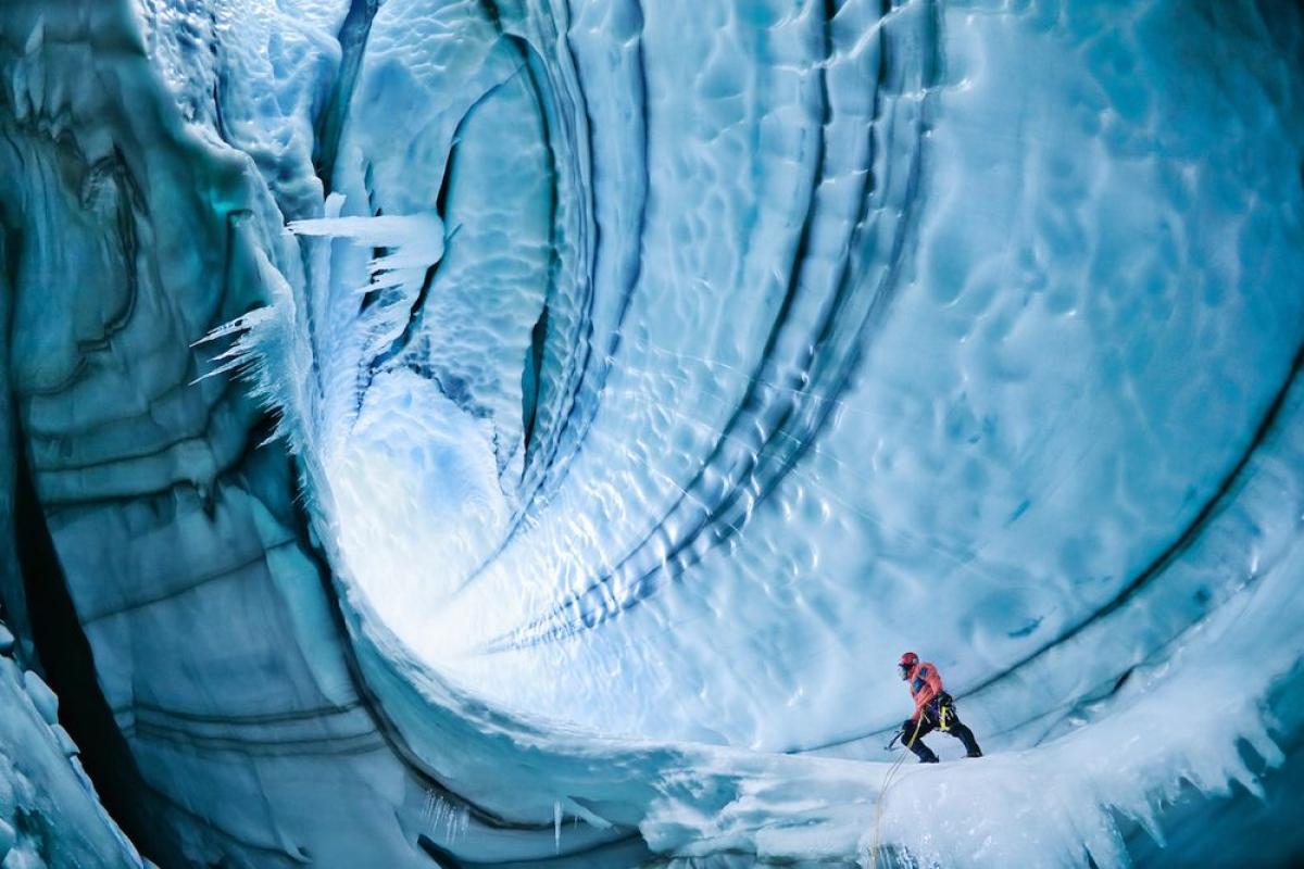 Những hang động băng đá ở Iceland. Nguồn: Getty Images