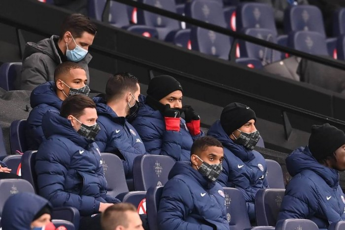 Bước vào trận bán kết lượt về Champions League trên sân Man City, PSG buộc phải để Mbappe ngồi dự bị do cầu thủ này chưa hoàn toàn bình phục chấn thương.