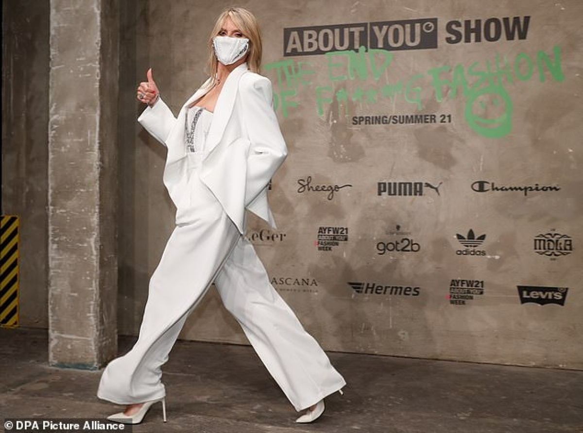 Năm 2020, trên ghế nóng America's Got Talent, Heidi Klum từng gây tranh cãi khi loại vũ công thừa cân Amanda Lacount. Trong lúc thí sinh đang biểu diễn tiết mục vũ đạo, cựu thiên thần Victoria's Secret bấm nút X, tức từ chối xem tiếp. Ngược lại, các giám khảo còn lại và khán giả đều tỏ ra thích thú trước phần thi.