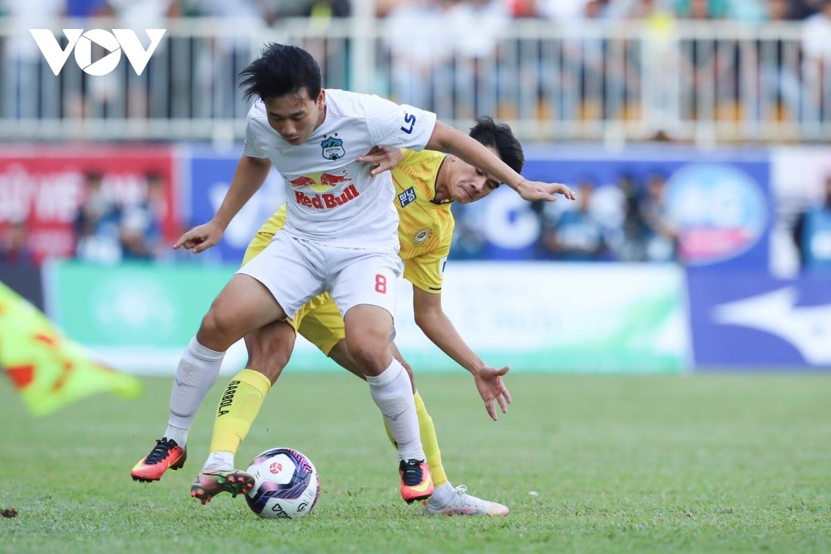 Vòng 13 V-League 2021 tạm hoãn do những ảnh hưởng của dịch Covid-19.