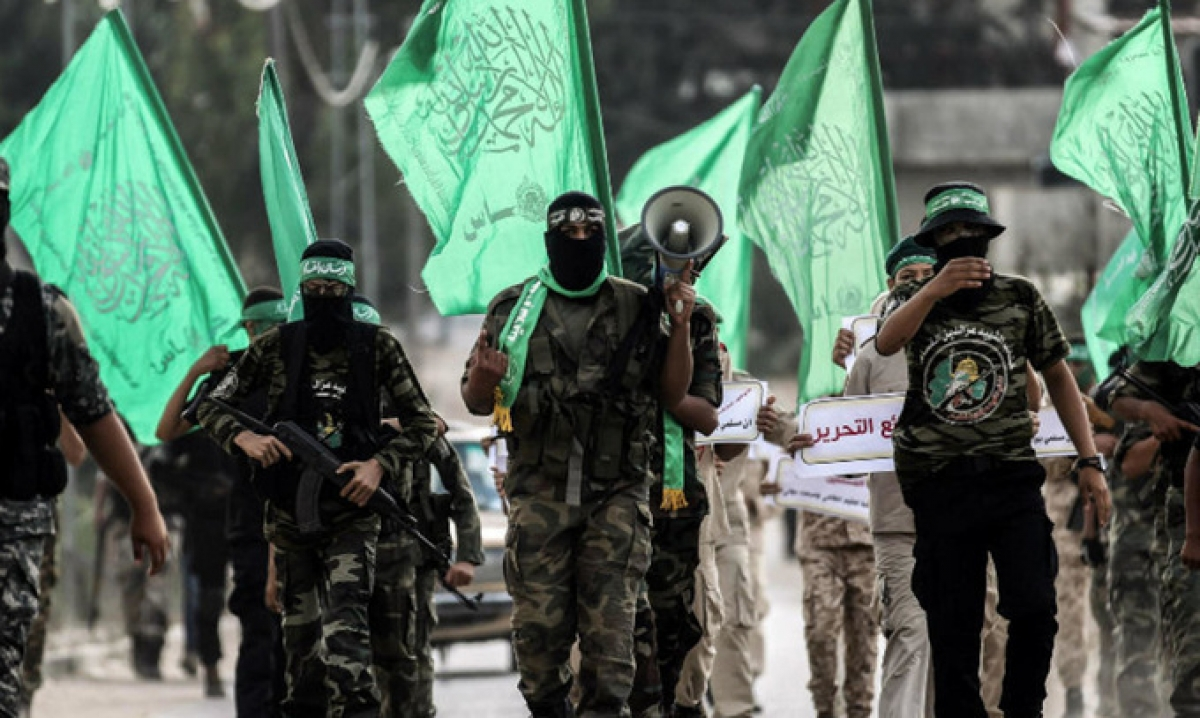 Các tay súng Hamas diễu hành ở thành phố Khan Yunis, tại Dải Gaza. Ảnh: AFP.