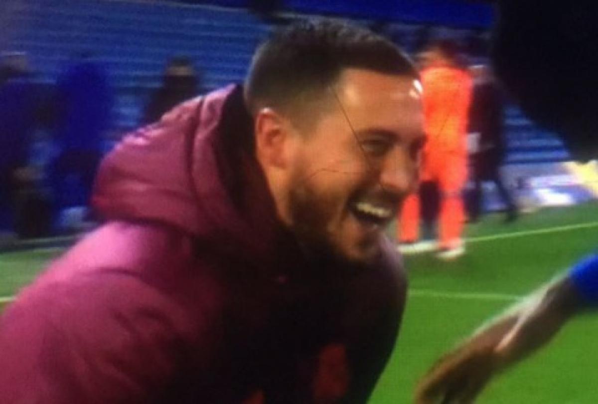 Hazard cười tươi với các đồng đội cũ ở Chelsea sau khi Real Madrid thua chính đối thủ này.