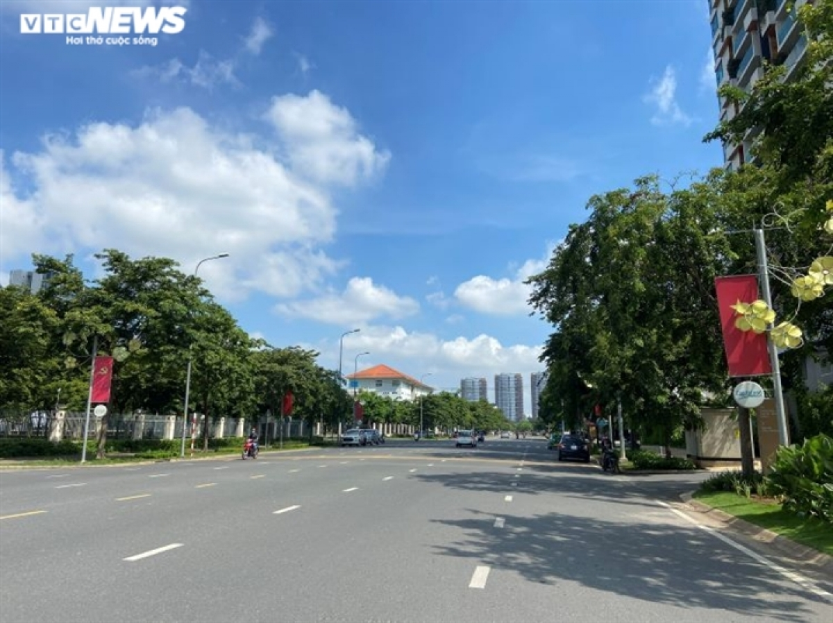The municipal administration applies a range of social distancing measures starting from May 31 as part of efforts to slow the spread of the pandemic among the wider community. Most notably, Go Vap district and Thanh Loc Ward in District 12 is placed into lockdown as part of the COVID-19 fight.