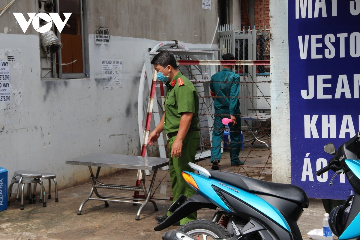 Lockdown has been imposed on alley 415 on Nguyen Van Cong road in Go Vap district where the Revival Ekklesia Mission is headquartered on the night of May 26.