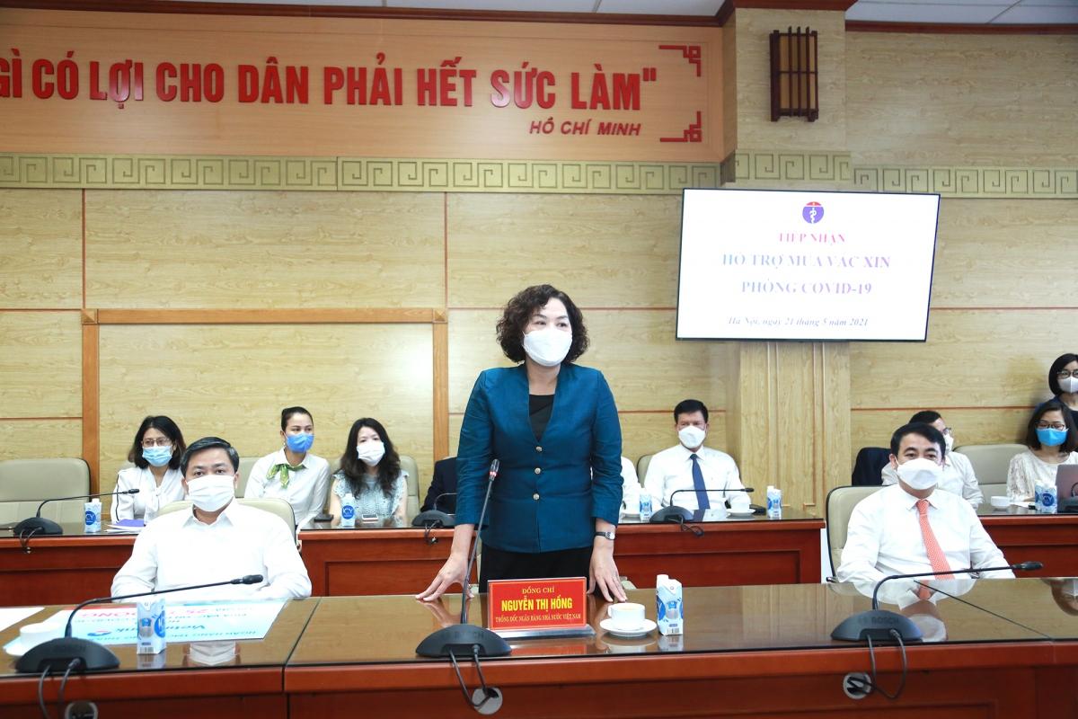 Bà Nguyễn Thị Hồng - Thống đốc Ngân hàng Nhà nước Việt Nam phát biểu tại buổi lễ, đánh giá cao sự đóng góp của các ngân hàng và tập đoàn tư nhân.