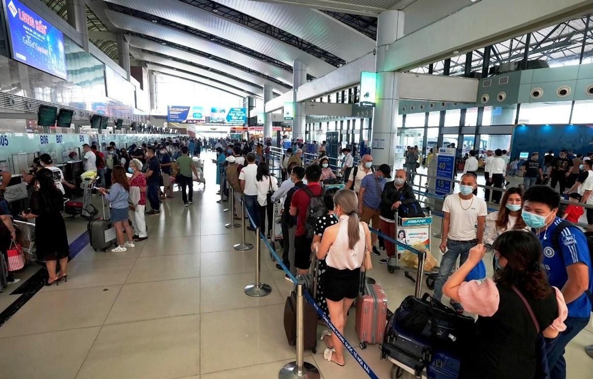 Cục Hàng không đề xuất bỏ trần giá vé trên đường bay có từ 3 hãng cùng khai thác để tăng cạnh tranh bằng chất lượng dịch vụ.