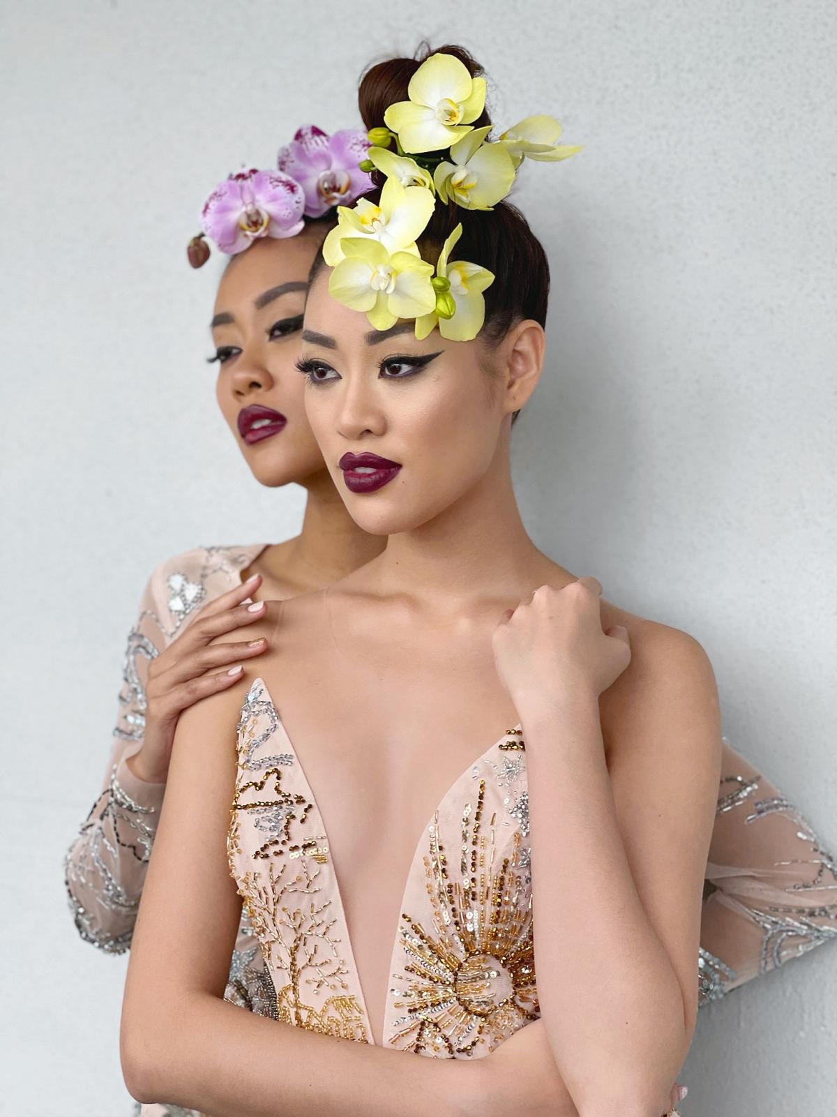 """Bên cạnh việc thăm thú cảnh đẹp tại New York, Hoa hậu Khánh Vân còn hợp tác cùng Fadil Berisha – nhiếp ảnh gia quen thuộc cộng tác nhiều năm cùng tổ chức Miss Universe, thực hiện một bộ ảnh ý nghĩa chủ đề """"Tôn vinh vẻ đẹp Á châu""""."""