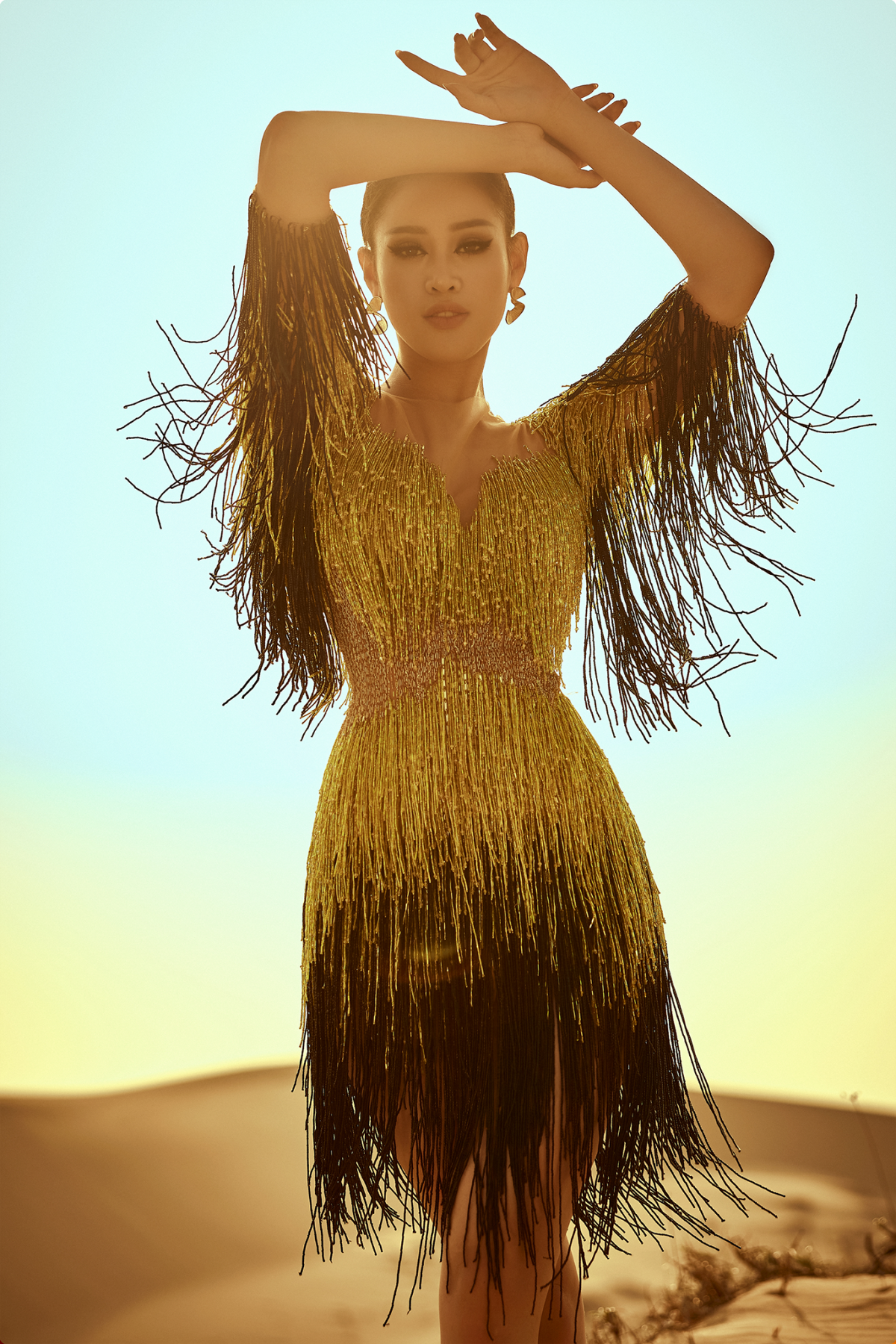 Điểm nhấn chính là những chuyển động linh hoạt nhẹ nhàng, tựa như làn gió cát thổi đến hơi thở tràn đầy sức sống cho một ngày mới.