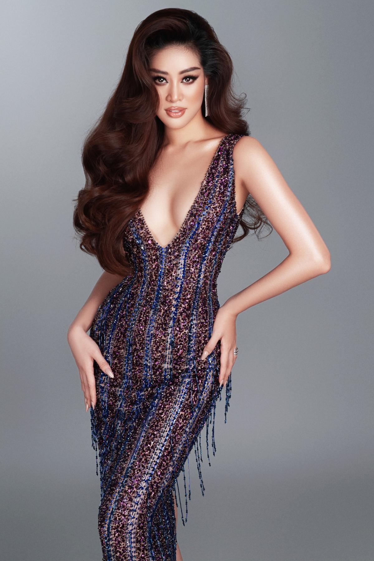 Những ngày qua, Hoa hậu Khánh Vân liên tục tạo được ấn tượng với khán giả trong và ngoài nước, bởi phong cách thời trang cá tính, linh hoạt, khéo lồng ghép các thông điệp ý nghĩa cùng thần thái tự tin, tràn đầy năng lượng.