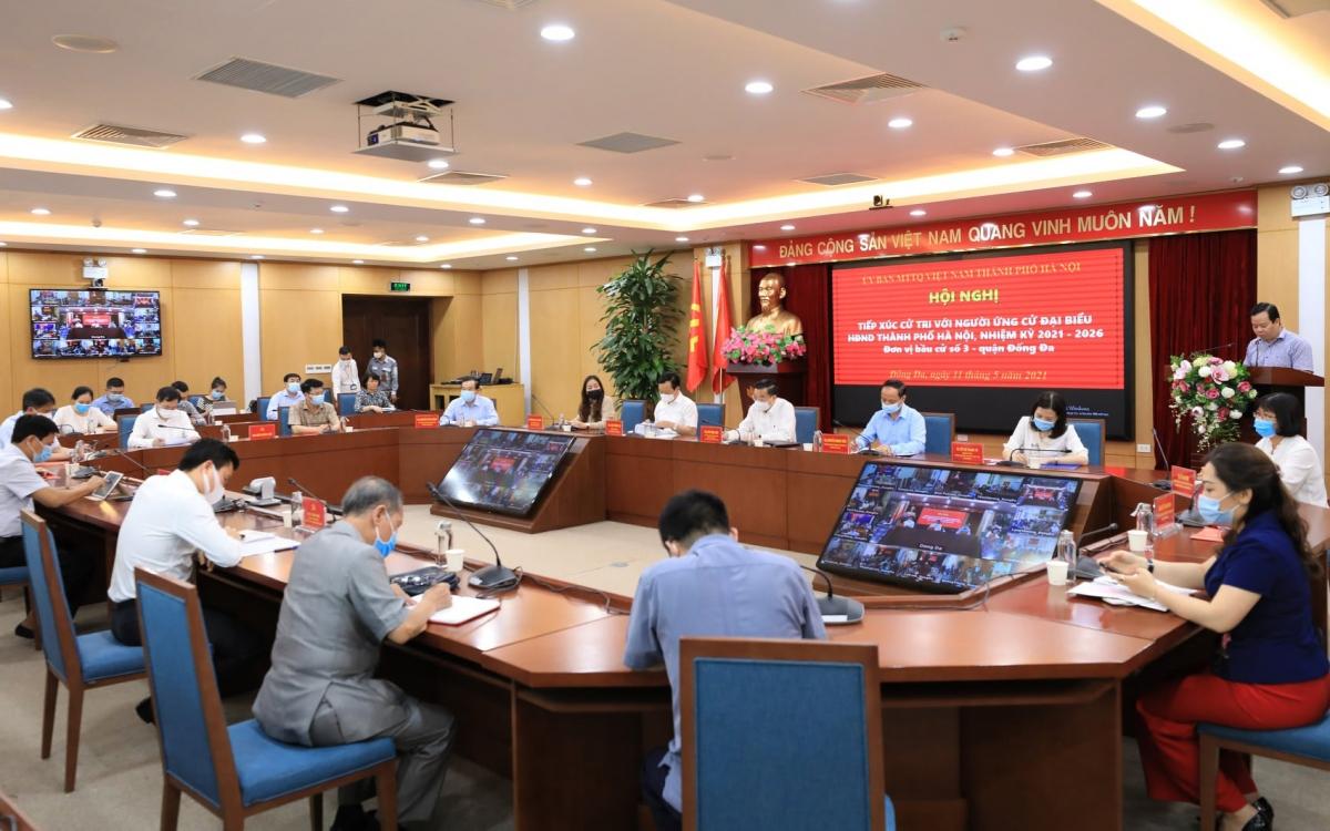 Chủ tịch UBND TP Hà Nội Chu Ngọc Anh báo cáo với cử tri về chương trình hành động với 5 nội dung cam kết nếu trúng cử.