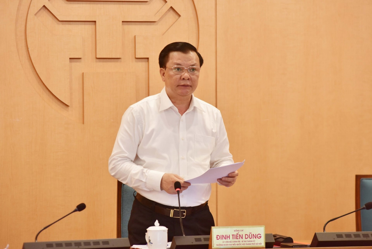 Bí thư Thành ủy Hà Nội Đinh Tiến Dũng phát biểu kết luận cuộc họp.