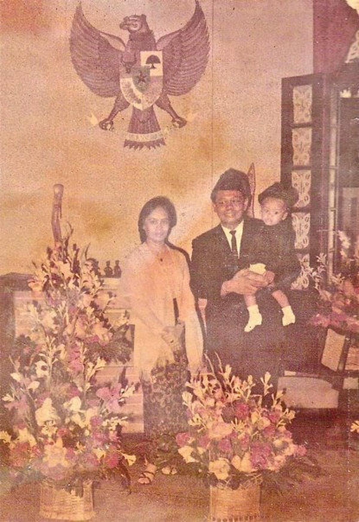 Gia đình bà Wilis tại Đại sứ quán Indonesia ở Việt Nam.