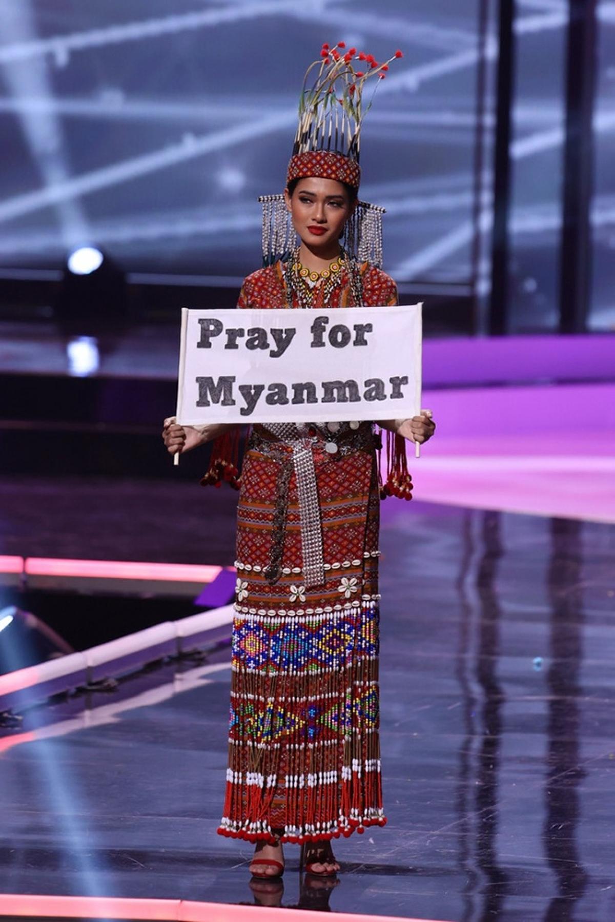 """Thuzar Wint Lwin diện bộ trang phục dân tộc giản dị cùng thông điệp: """"Pray for Myanmar"""". Ảnh BTC"""
