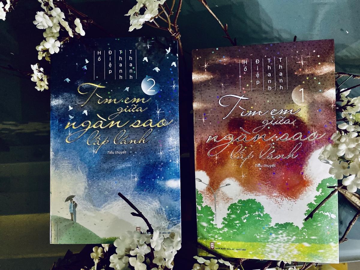 """Bộ tiểu thuyết 2 tập """"Tìm em giữa ngàn sao lấp lánh""""."""