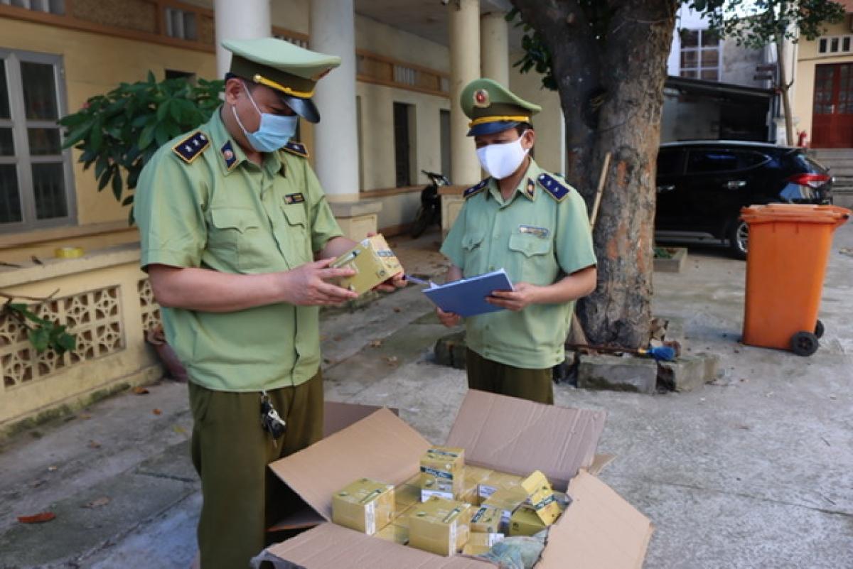 Đội QLTT số 6 phối hợp cùng Đội 389 tỉnh Lạng Sơn liên tiếp thu giữ và xử lý hàng nghìn điếu thuốc lá điện tử