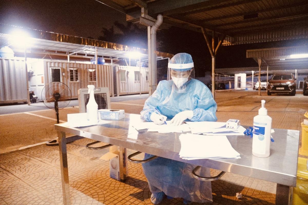 Công tác xét nghiệm vẫn đang được bệnh viện thần tốc triển khai không kể ngày đêm để khoanh vùng, dập dịch trong thời gian sớm nhất.
