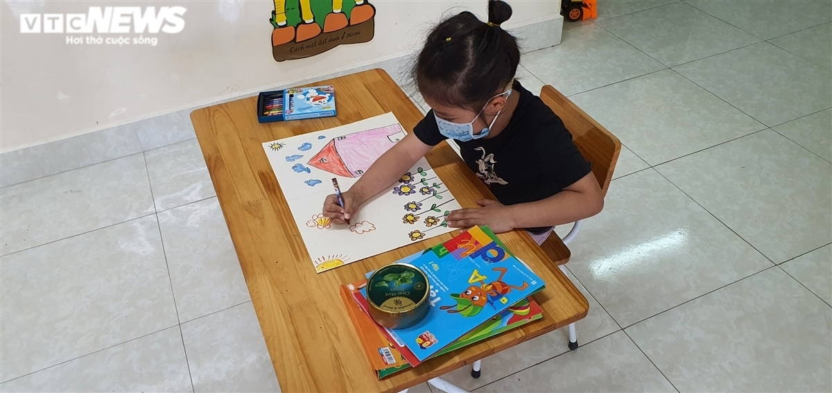 The children do a variety of different activities at school.