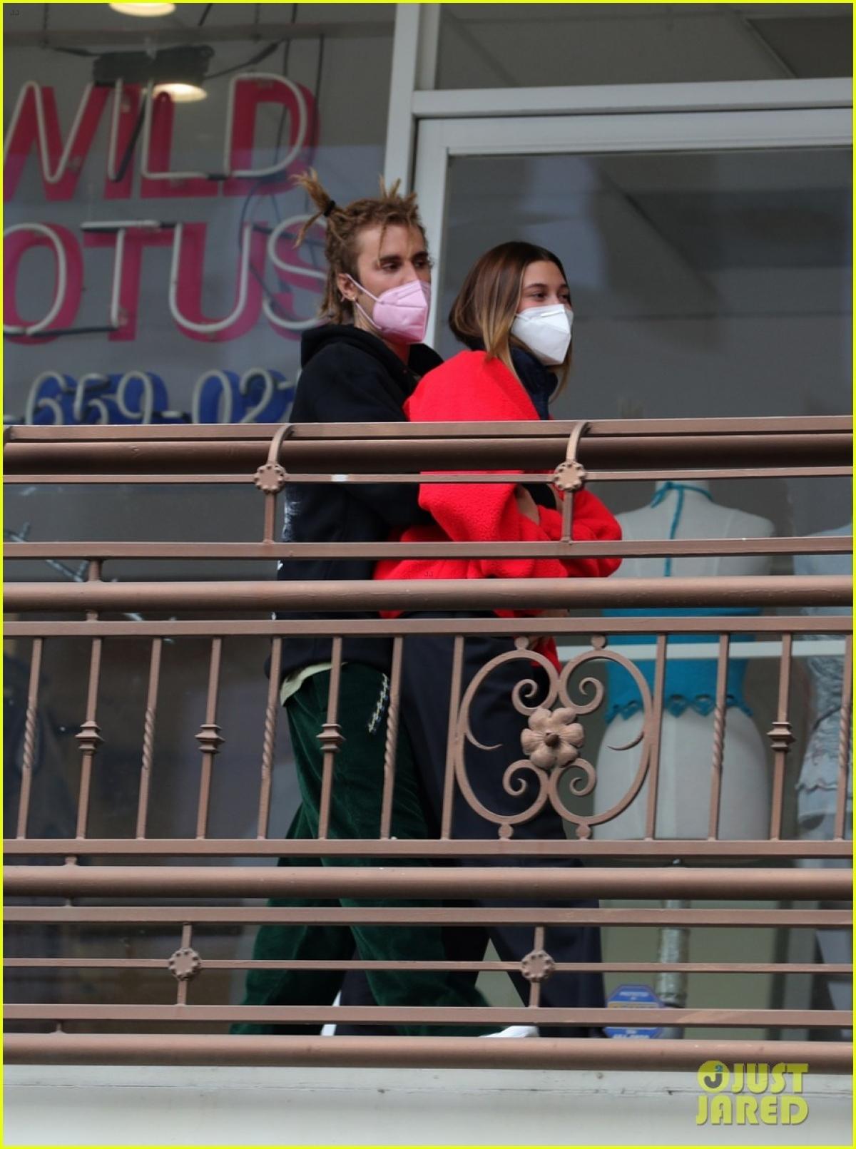 """Trên tạp chí GQ tháng 5/2021, Justin Bieber cũng cho biết, giống như nhiều cặp vợ chồng khác, hôn nhân của anh và Hailey không phải lúc nào cũng """"thuận buồm xuôi gió""""."""