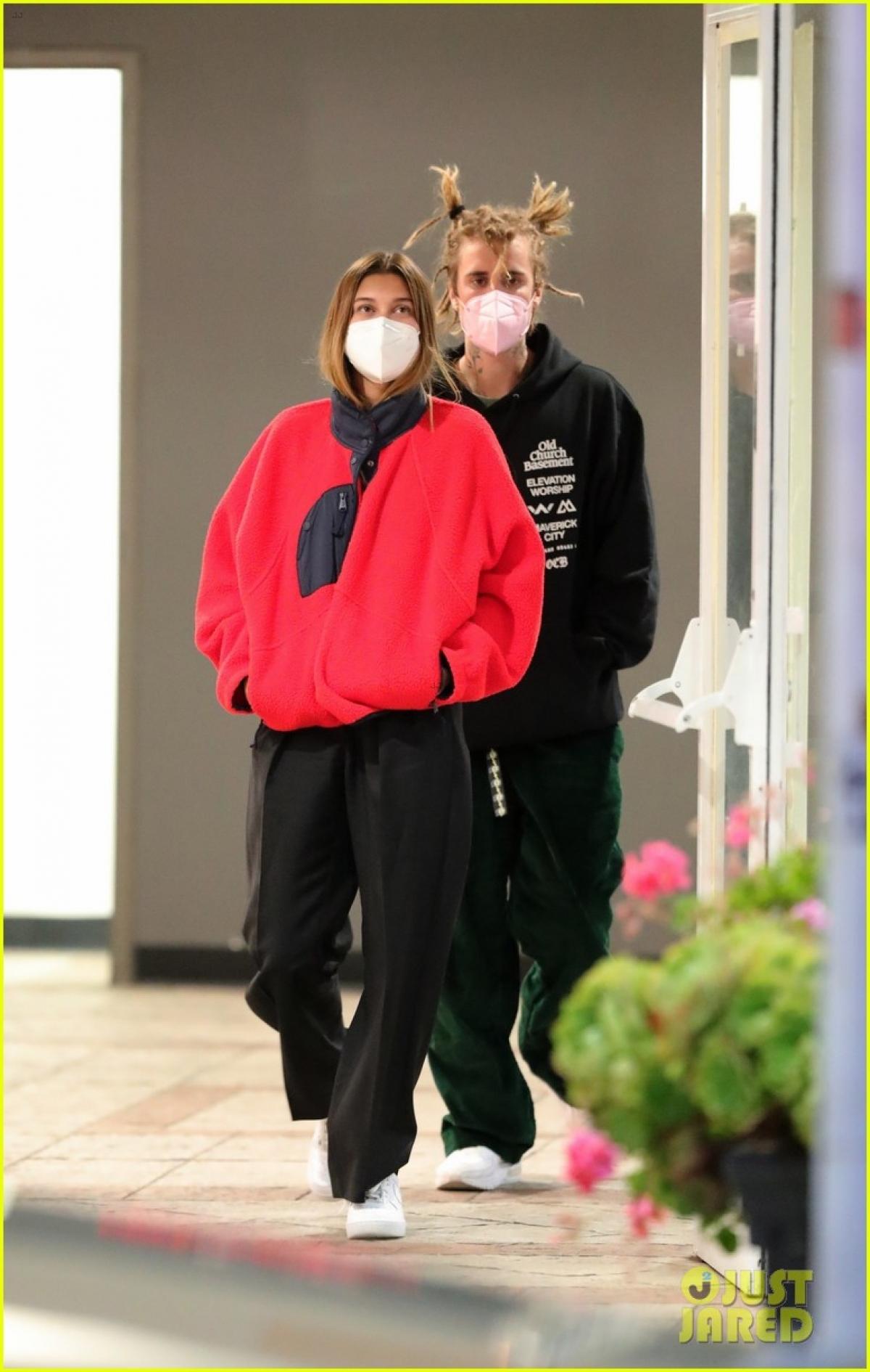 Justin Bieber thừa nhận rằng khó khăn lớn nhất đến từ năm đầu tiên khi hai người chưa thực sự vượt qua được những vấn đề trong quá khứ.
