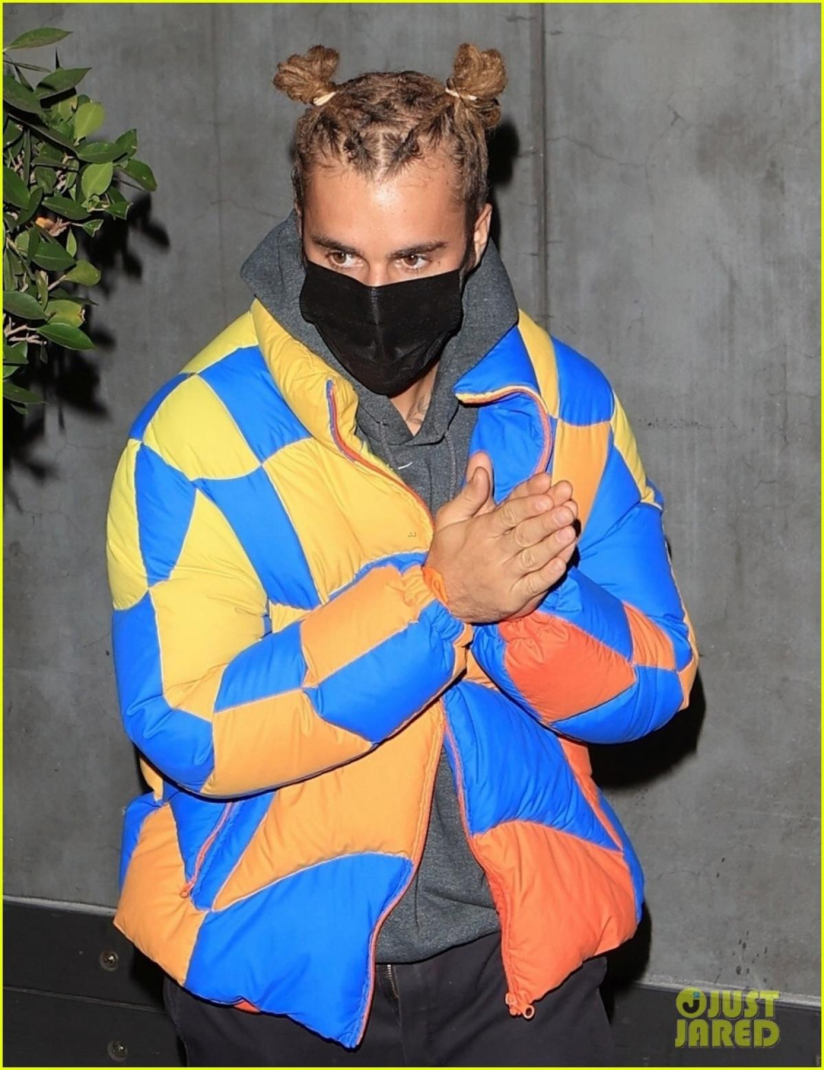 Mới đây, Justin Bieber gây chú ý khi đi ăn tối cùng bạn bè ở California.