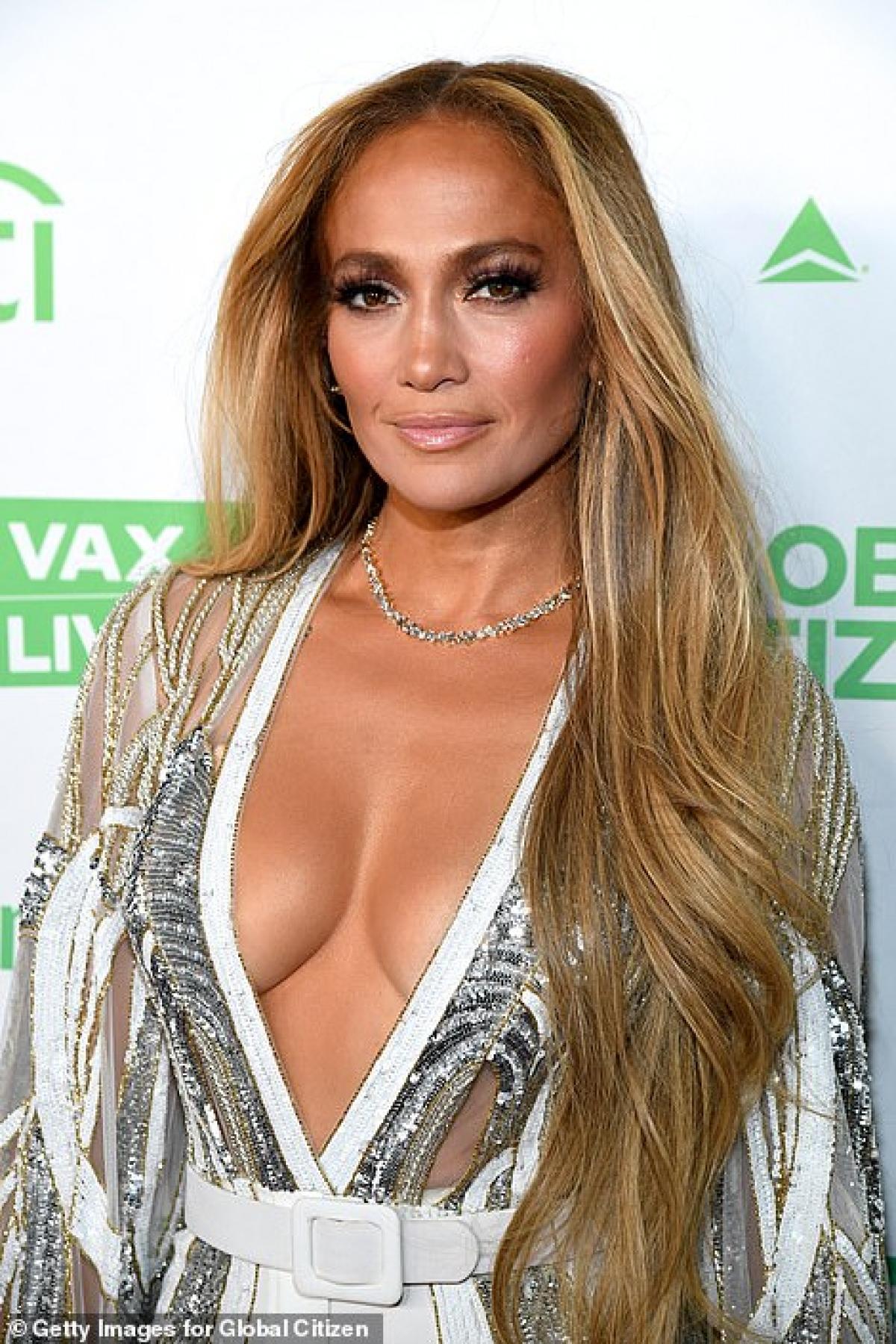 """""""Chúng tôi cầu chúc những điều tốt đẹp nhất cho nhau và con cái của nhau. Bên cạnh đó, lời bình luận duy nhất mà chúng tôi muốn nói là cảm ơn tất cả những người đã gửi những lời tốt đẹp và ủng hộ tới chúng tôi trong thời gian qua"""" - Jennifer Lopez bày tỏ./."""