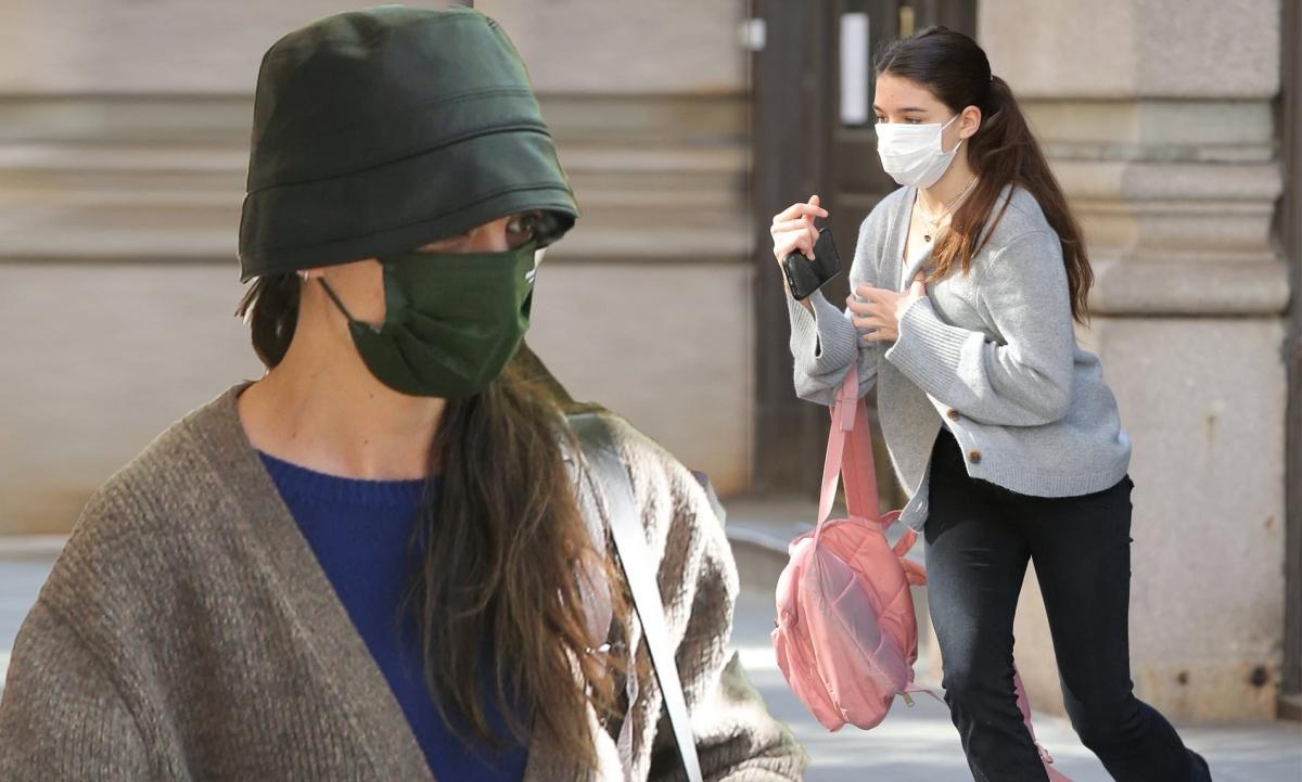 Katie Holmes và con gái Suri bị cánh săn ảnh bắt gặp khi đang sải bước trên phố ở New York ngày 7/5, theo giờ địa phương. Ở tuổi 15, Suri ra dáng thiếu nữ xinh đẹp.