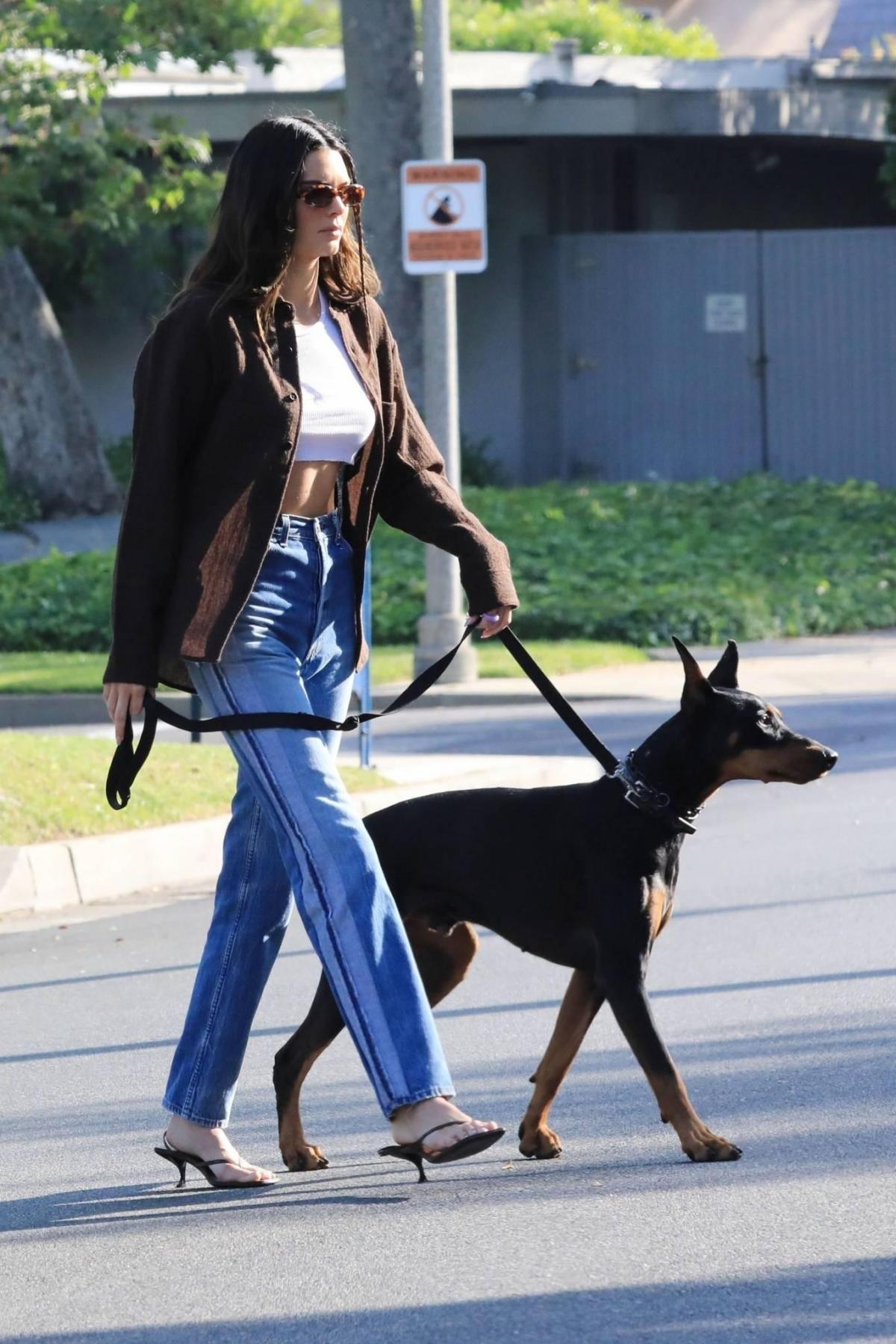 Em gái Kim Kardashian hiện là chân dài đắt giá trong làng mốt.